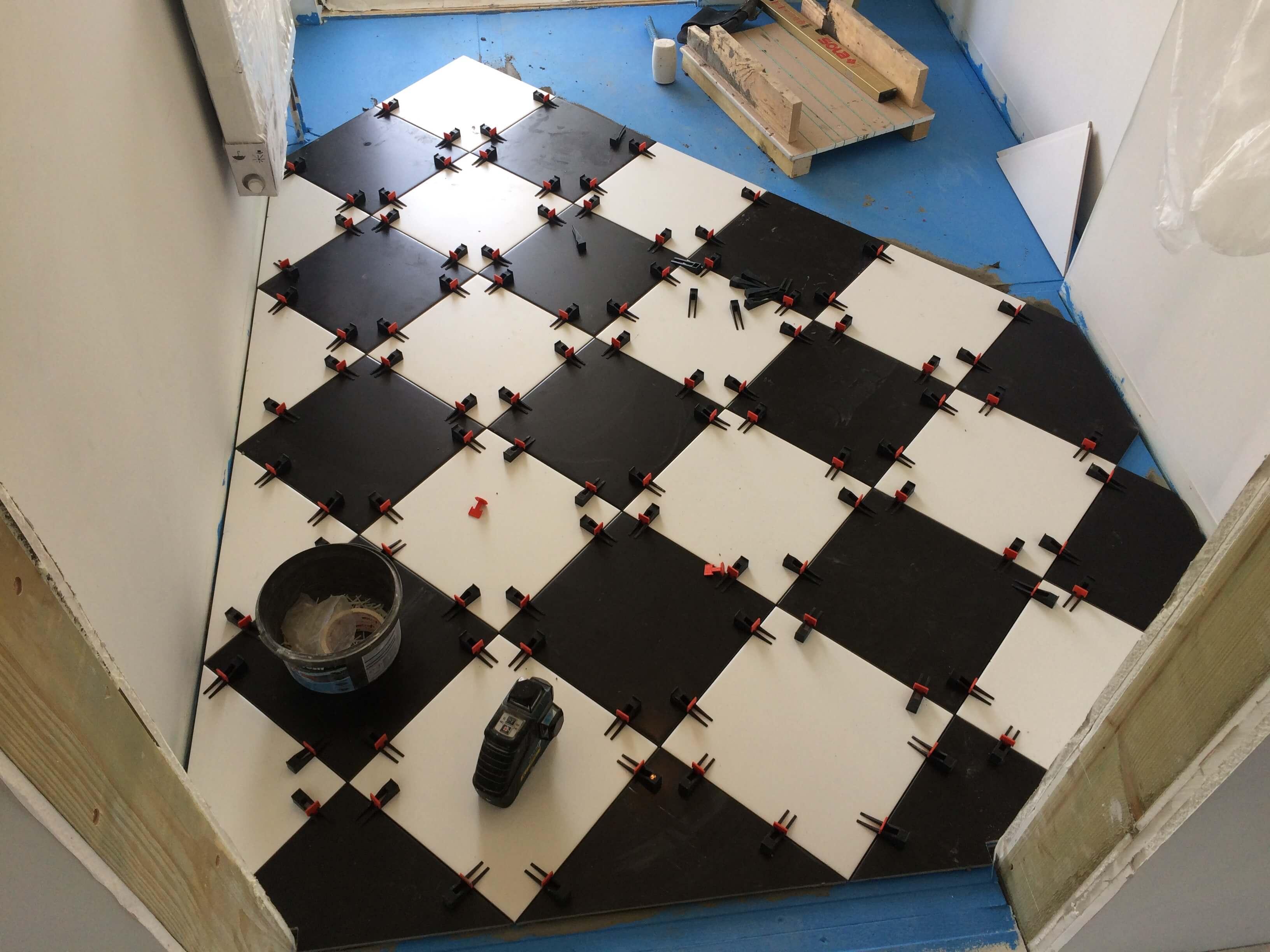 укладка плитки в доме из сип панелей